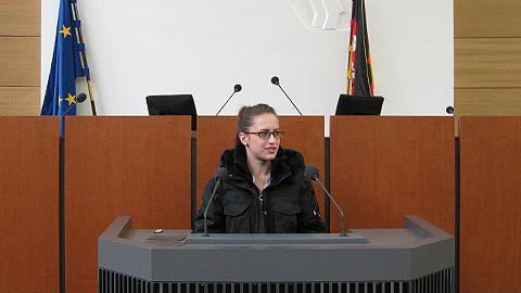 Jasmina Stosic am Rednerpult